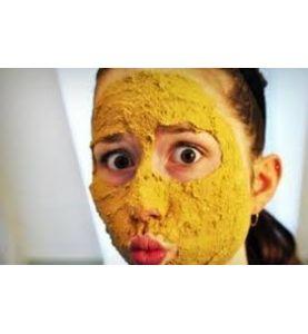 Masque de gommage du visage au Curcuma