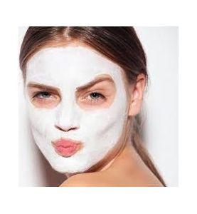 Masque de gommage du visage au calcaire